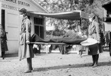 Simulacro en una estación de ambulancias de la Cruz Roja en Washington D.C., durante la pandemia de la gripe española de 1918.