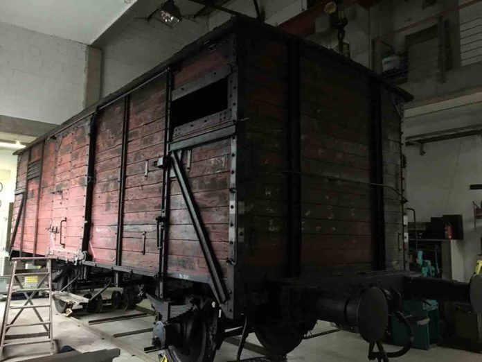 Vagón original (modelo 2) de la compañía nacional alemana de tren, la Deutsche Reichsbahn