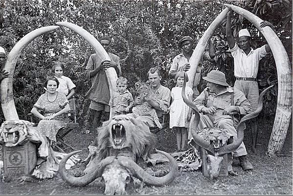 Familia de colonos británicos en las tierras altas de Kenia.