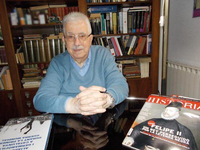 Josep Fontana en su domicilio durante una entrevista con