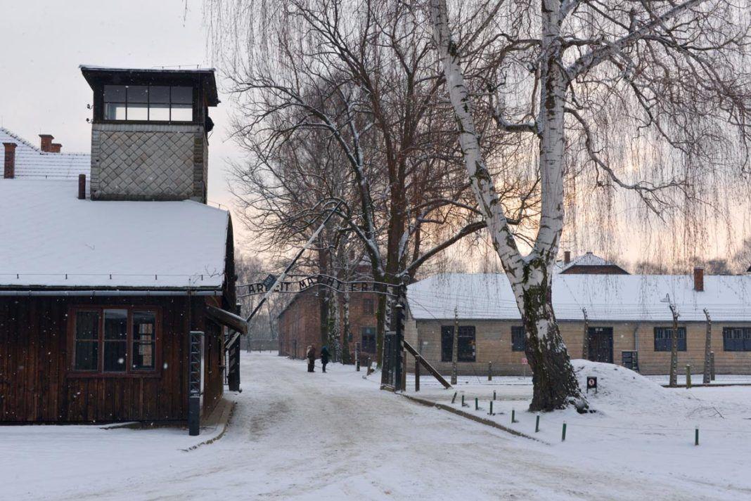 Puerta de acceso a Auschwitz I. Foto: Pawel Sawicki.