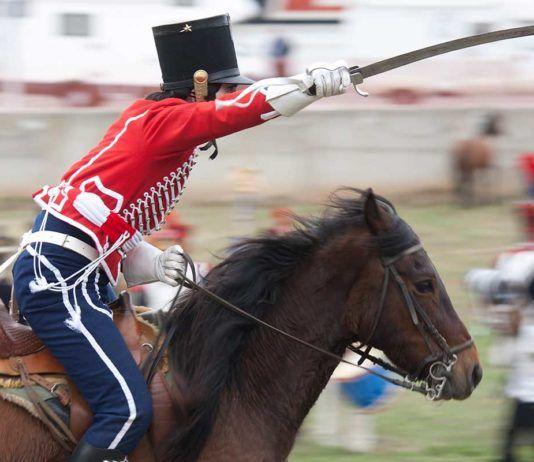 """Carga de caballería en una edición anterior del evento """"Tres naciones"""". Reportaje gráfico: Santiago/Imagen M.A.S. Cortesía del Ayuntamiento de Astorga."""
