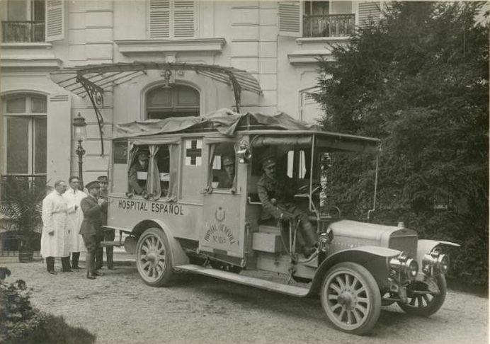 """""""Hospital español de San Fernando en París: ambulancia donada por Alfonso XIII"""", h. 1916. Patrimonio Nacional. Madrid, Real Biblioteca."""
