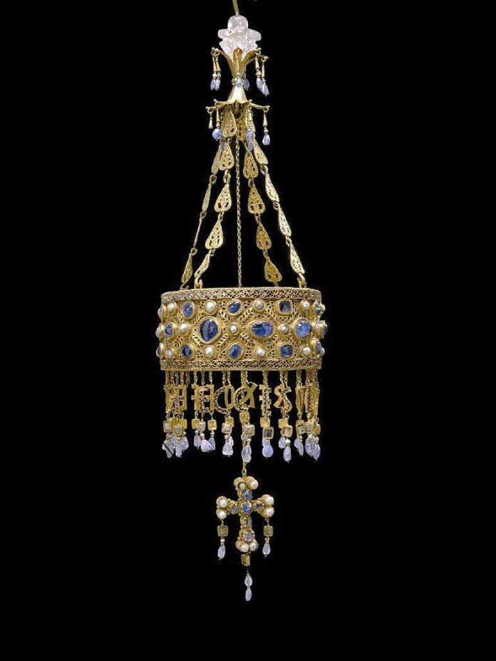 Corona de Recesvinto, joya principal del Tesoro de Guarrazar.
