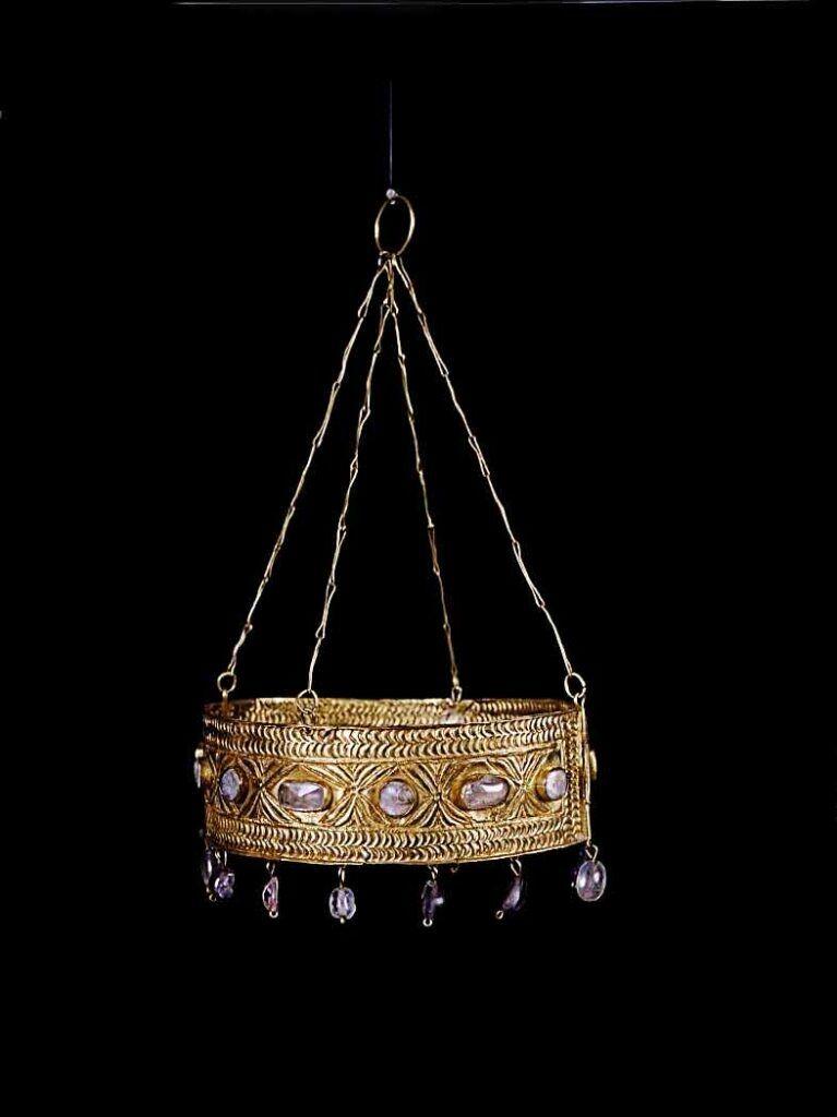 Una de las diez coronas del Tesoro de Guarrazar.