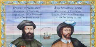 """Magallanes y Elcano, en un azulejo conmemorativo en la ciudad de Sanlúcar de Barrameda (Cádiz). Sobre la nao """"Victoria"""", tras ellos, la frase en latín """"Primus circumdedisti me"""" (Fuiste el primero que la vuelta me diste)."""