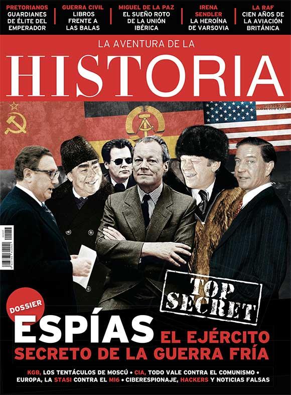 """Portada del número 237 de """"La Aventura de la Historia"""", con un Dossier especial dedicado al espionaje durante la Guerra Fría."""