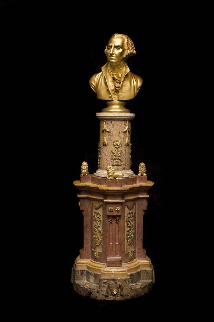 """""""Busto de George Washington"""", Real Laboratorio de Piedras Duras del Buen Retiro, h. 1796, Galería Caylus, una de las obras de la exposición """"Floridablanca, la sombra del rey""""."""