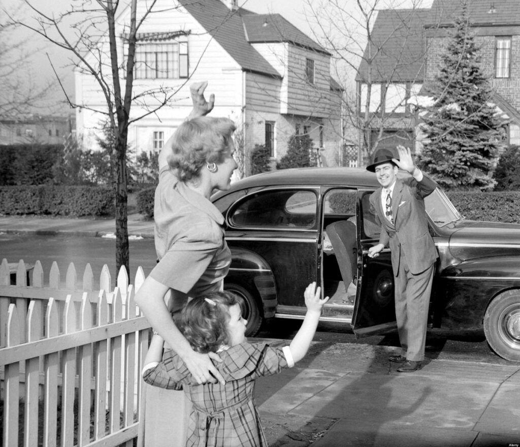 """La imagen refleja lo que en inglés se llama """"male breadwinner family"""", aquella situación en la que la esposa se queda en casa al cuidado de los hijos mientras el hombre sale a trabajar fuera."""
