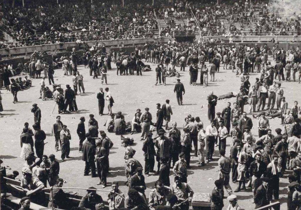 La plaza de toros de Santander fue utilizada como campo de concentración de agosto a octubre de 1937 y también durante unos meses en 1939. BNE.