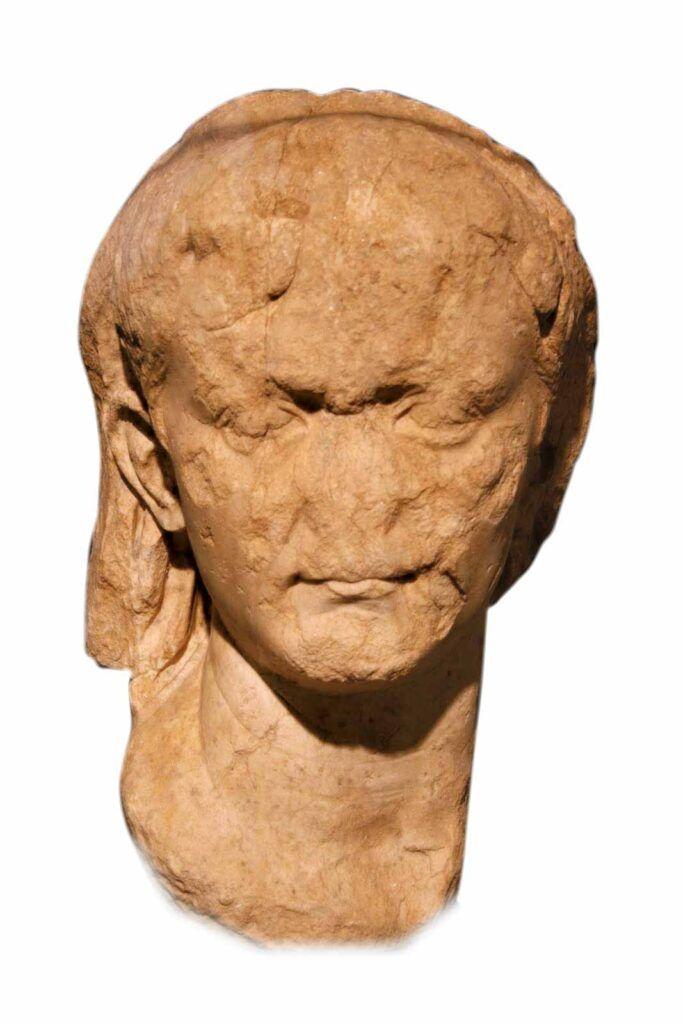 Cabeza velada de Augusto hallada en el yacimiento de Bílbilis. Museo de Calatayud.